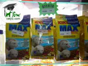 Alimentación de un hurón mantenido como mascota
